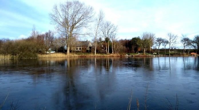 Hus set fra søen